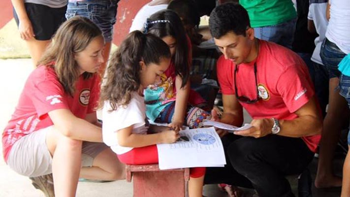 Shelton Leadership scholars work with children in Costa Rica.