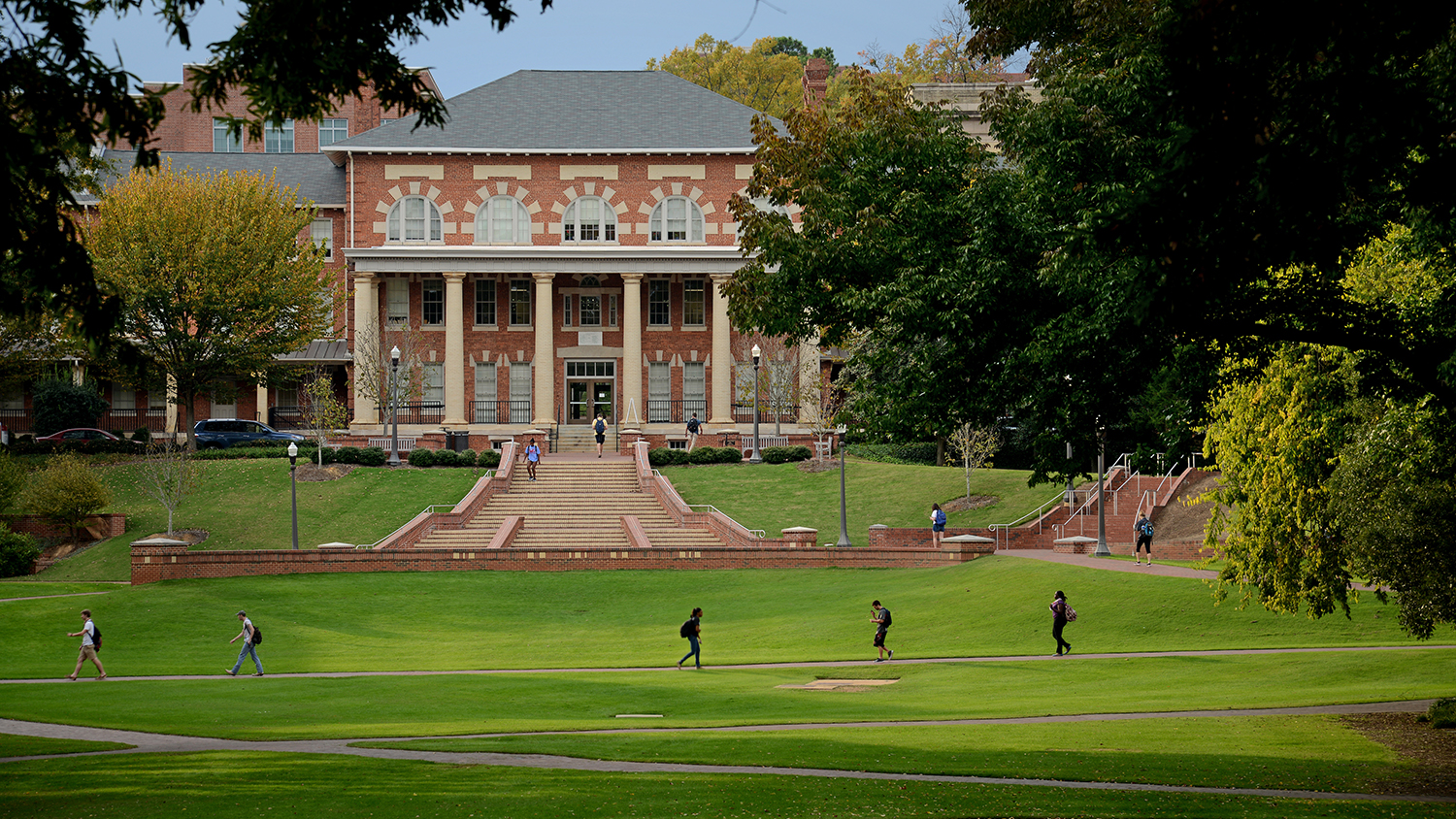 A wide shot of students crossing the Court of North Carolina