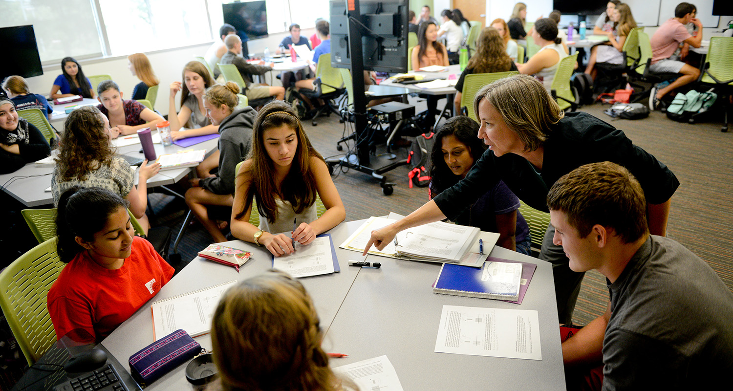 Jane Lubischer works with students during class.