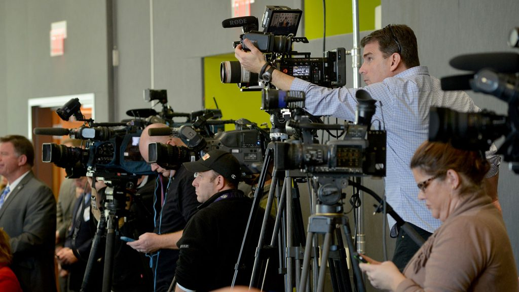 Gaggle of reporters at a press conference.