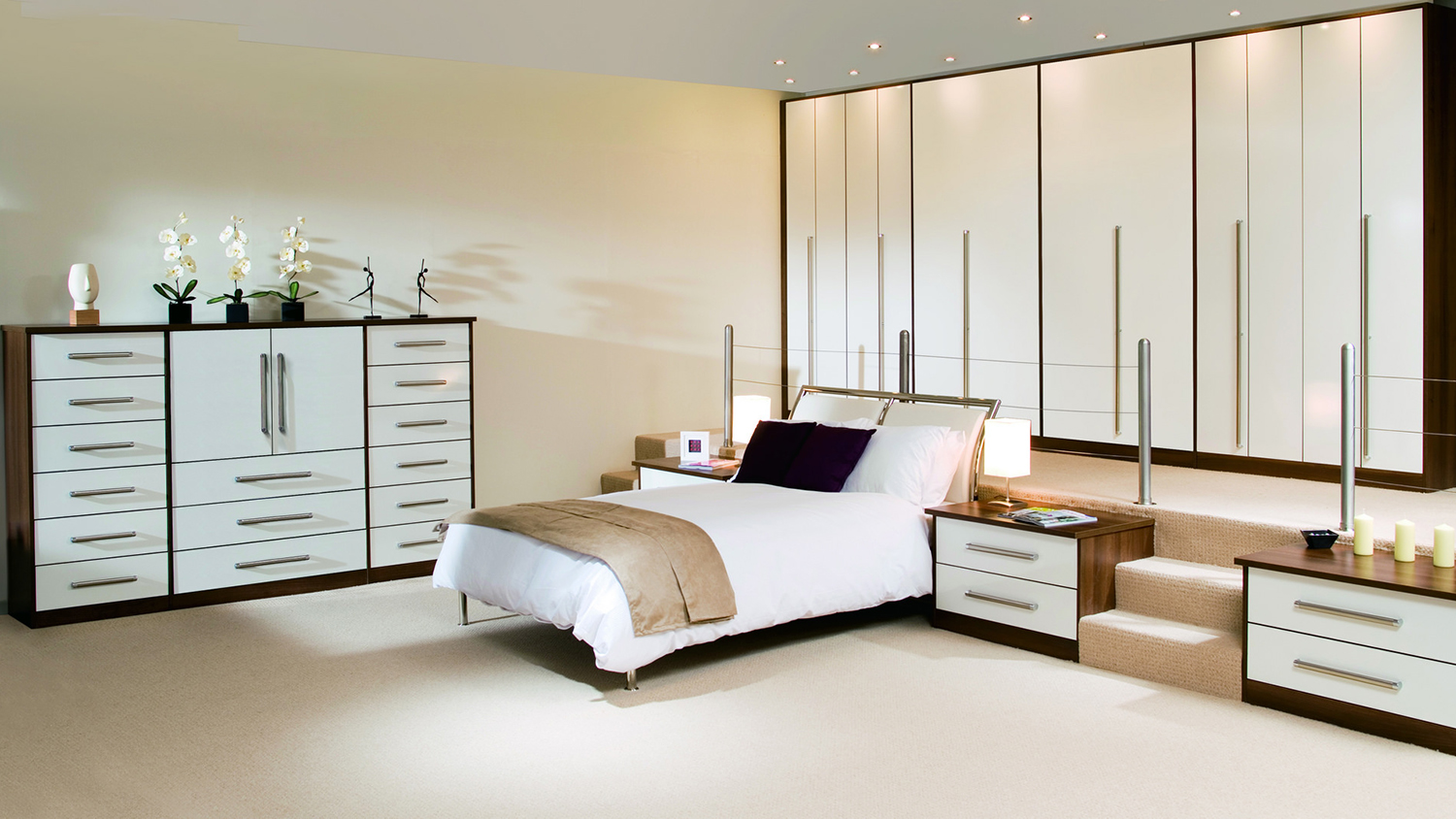 a very neat, tidy bedroom