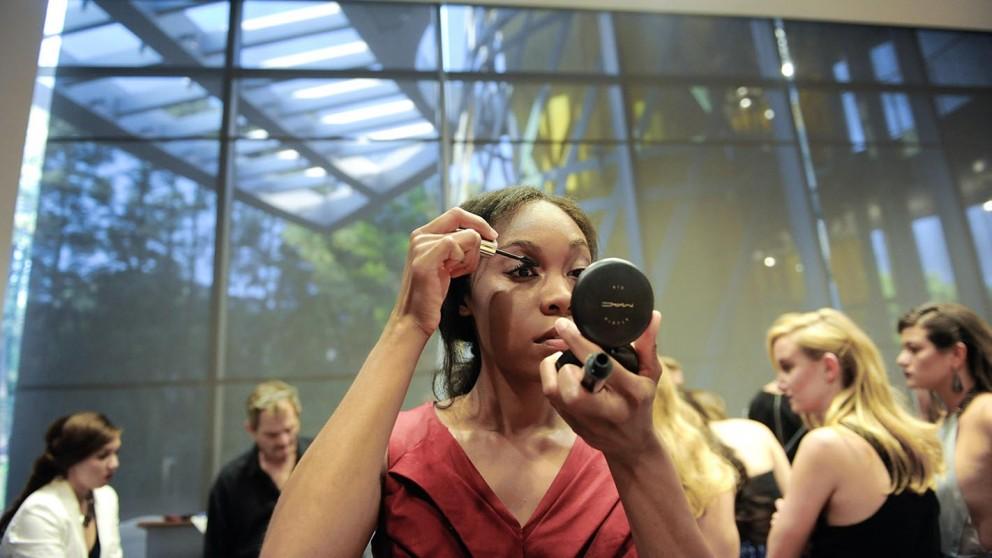 Natasha Riley puts on makeup in final preparation for Art2Wear 2014