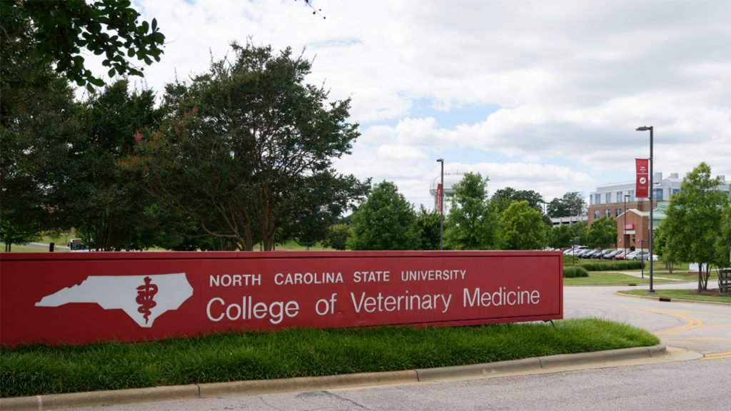 Image of entrance to veterinary medicine college