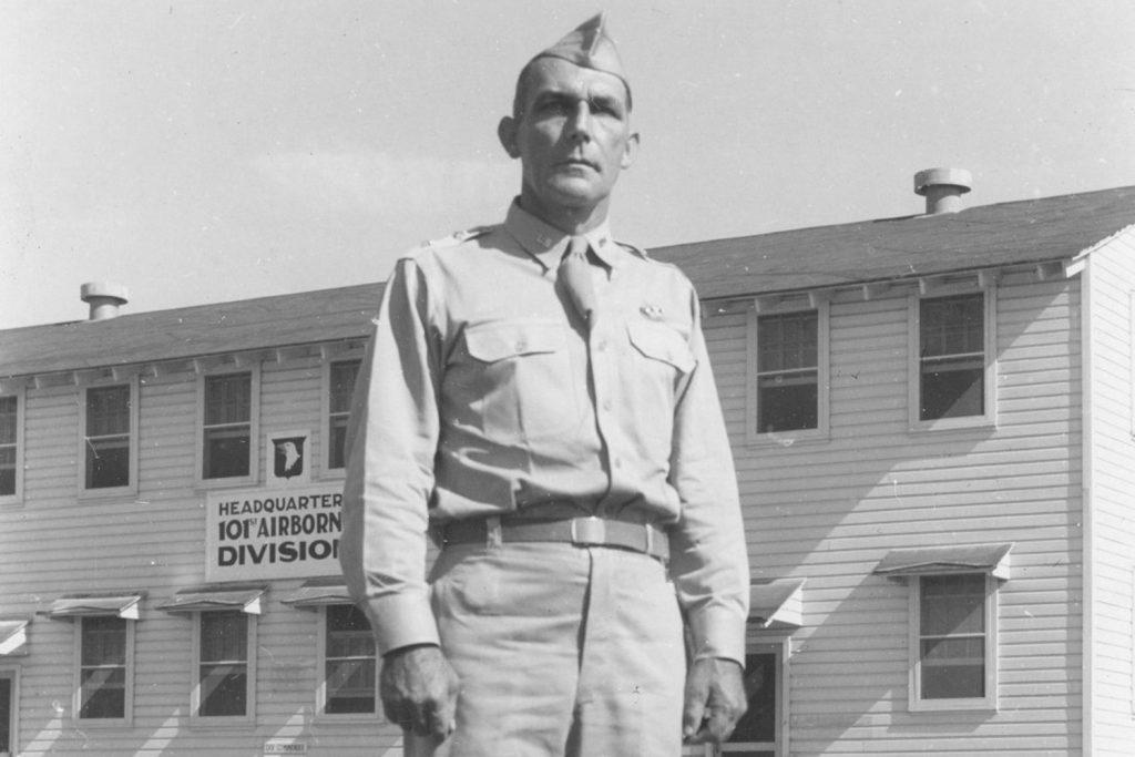 Gen. Lee in front of Airborne headquarters.