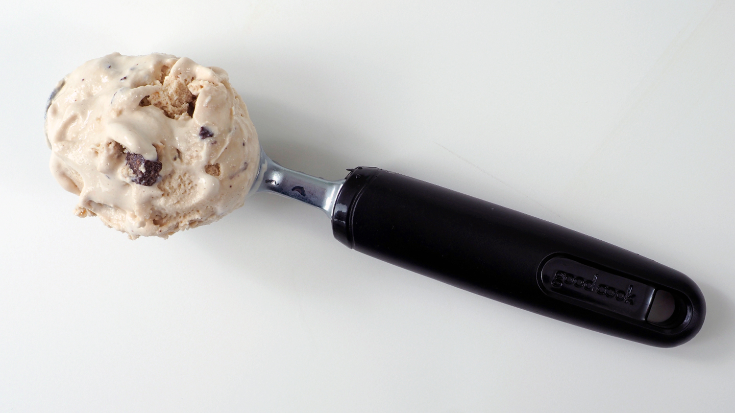 A scoop of Campfire Delight ice cream on a scooper