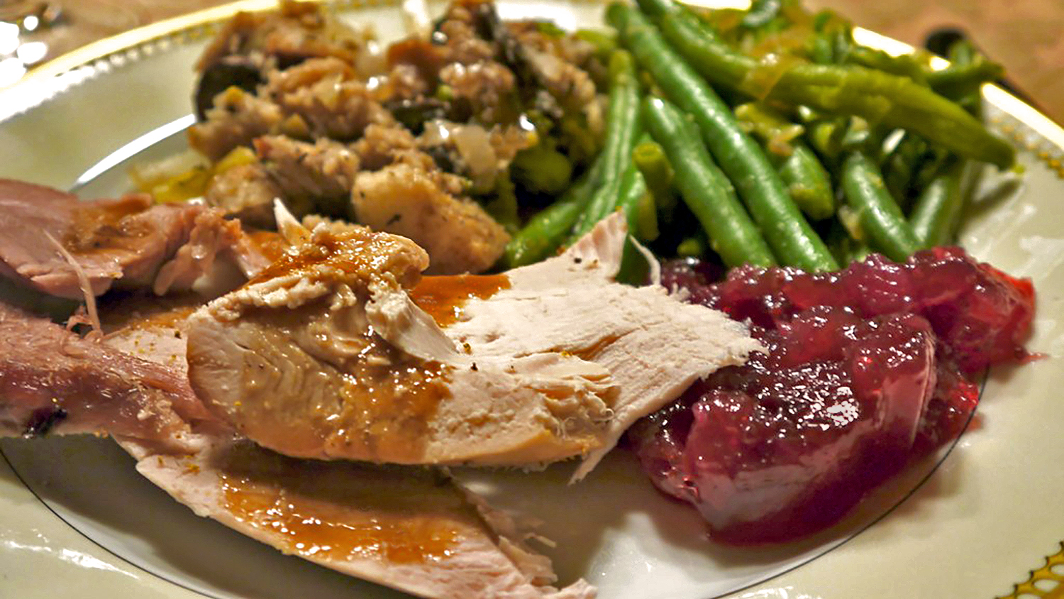 A plate of Thanksgiving leftovers