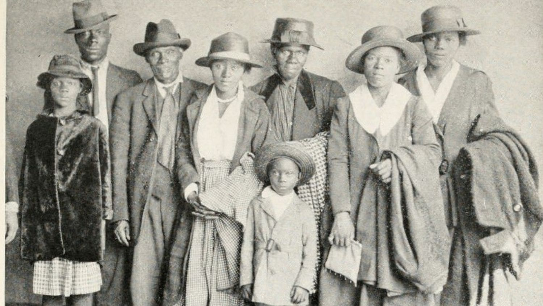 The Arthur family arrives in Chicago.