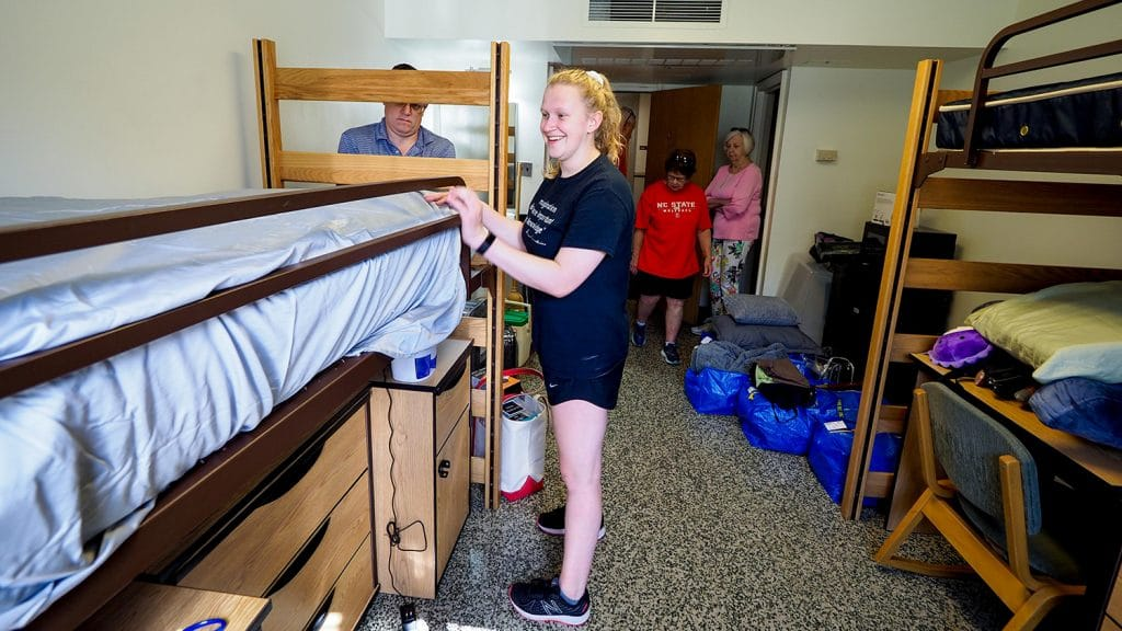 A student moves into her double-occupancy dorm room with the help of her family at the beginning of Summer Start.